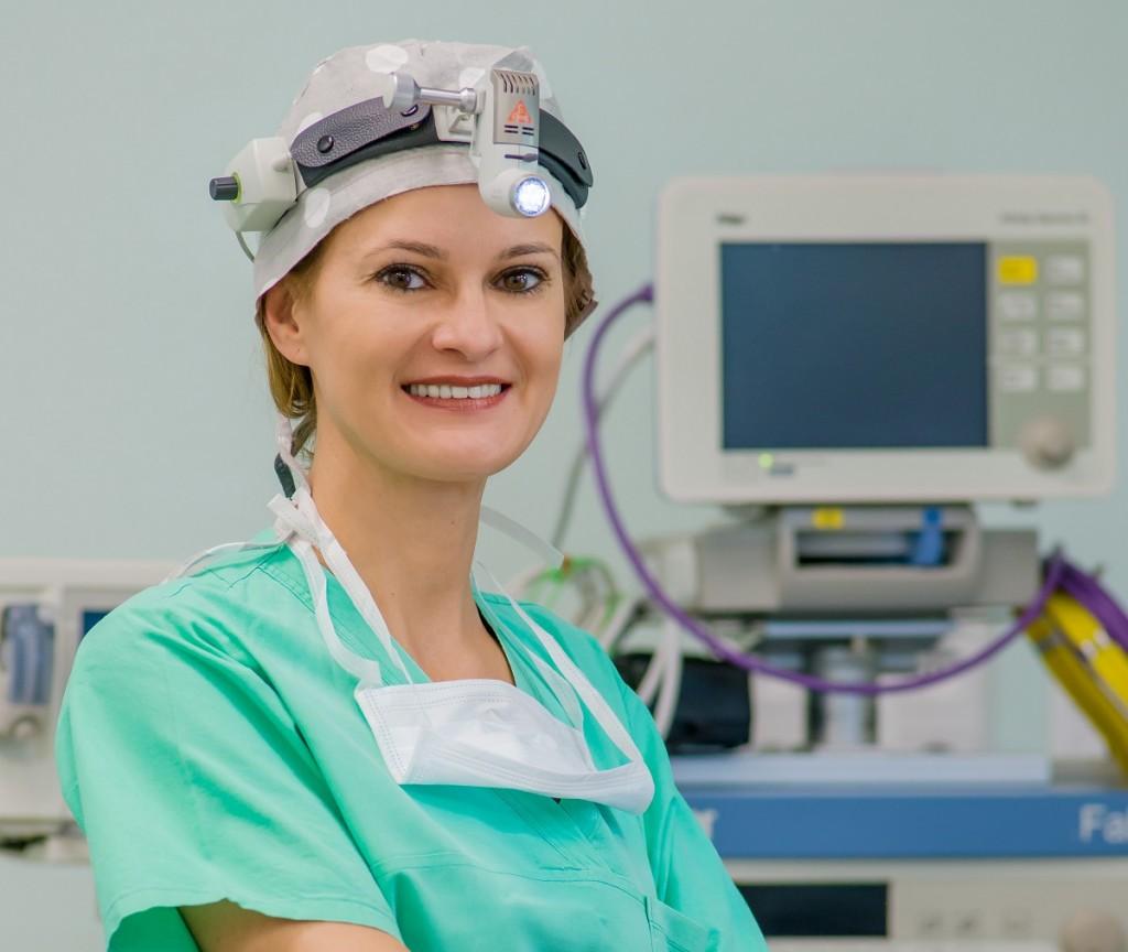 laryngolog doktor ewa olszewska czekająca na pacjenta