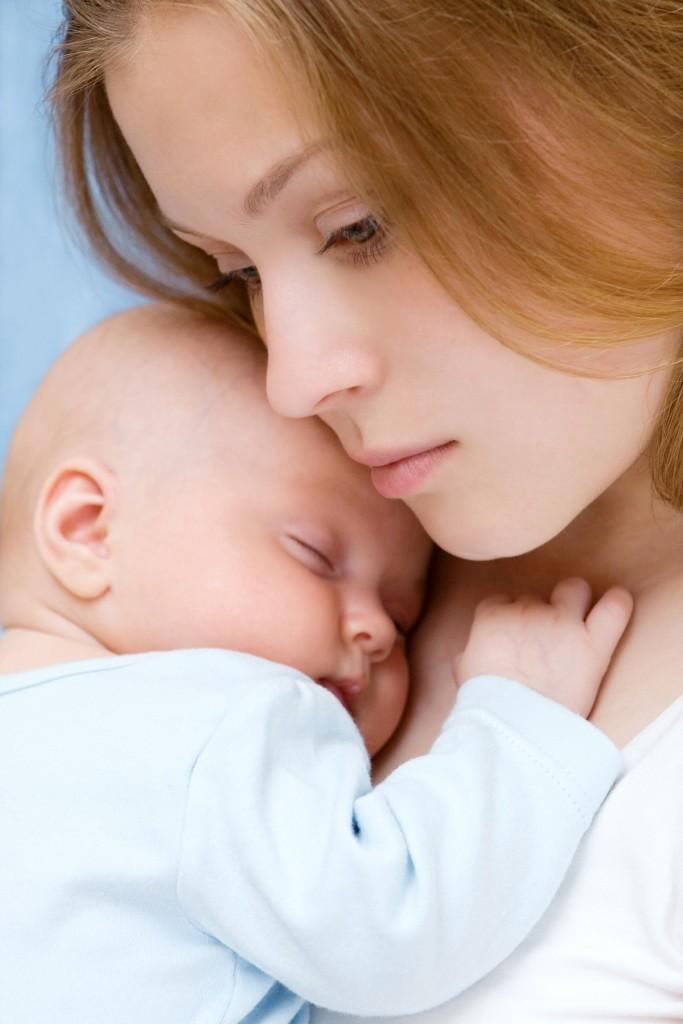 Matka z dzieckiem, któremu doskwiera bezdech podczas snu