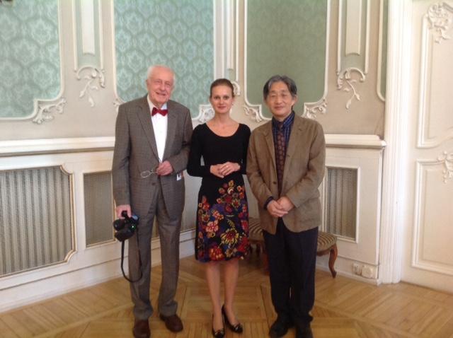 Po wykładzie: prof. Stanisław Chodynicki, wieloletni kierownik Kliniki Otolaryngologii, UMB (po lewej), prof. Olszewska, prof. Tetsuya Tono, University of Miyazaki (po prawej).